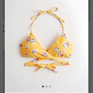 Hollister size large bikini top in yellow NWT